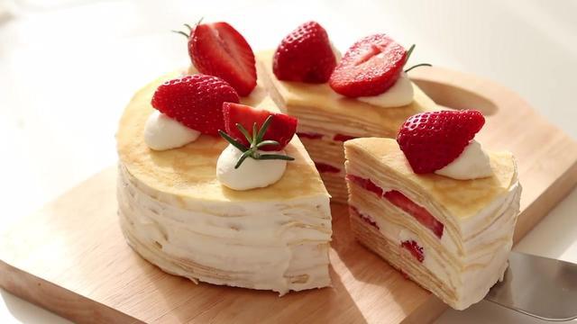 草莓焦油千层蛋糕