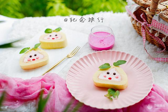 粉粉桃子卷 卡通蛋糕卷#我和MOF有个约定#
