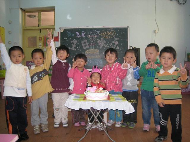 儿子过生日,提着蛋糕高高兴兴去学校,没想到回家哭个不停