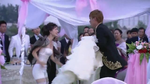 新郎给新娘脱婚纱视频