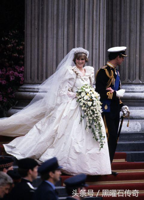 三件婚纱会超重吗