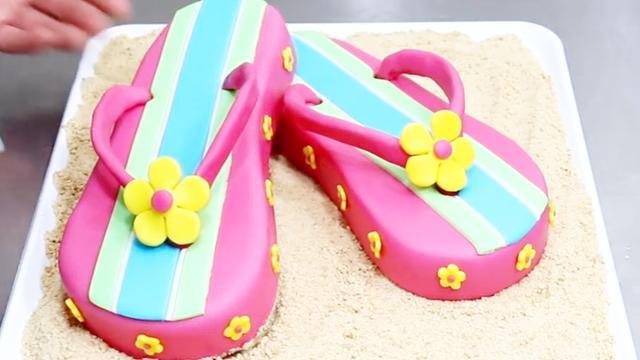 看了10遍我都不敢相?#29275;?#36825;么漂亮的拖鞋居然是个翻糖蛋糕!