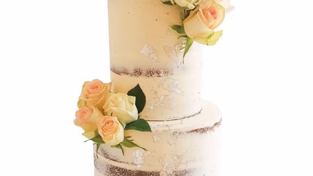 简易款奶油双层蛋糕装饰教程,很适合想学蛋糕的初学者哦!