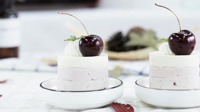 法式甜品果酱芝士慕斯蛋糕,不需要用烤箱,附食材用料和烘焙做法