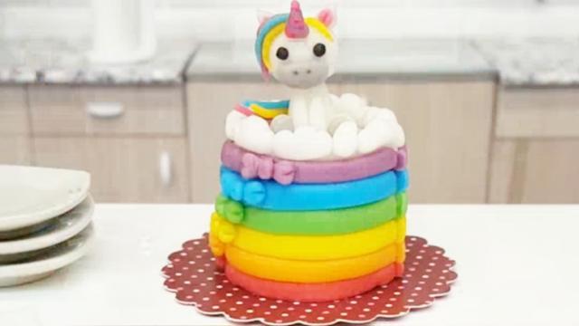 还有什么是甜品师做不出来的?这么漂亮的彩虹小马居然是翻糖蛋糕