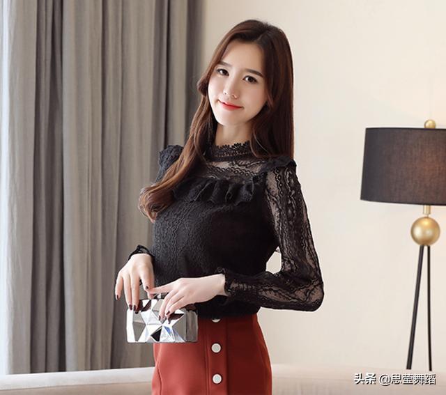 2019春款韩版时尚chic镂空长袖蕾丝衫优惠券