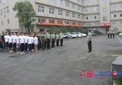 烈火雄心--走进红门 实践队员走队列 圆烈火青春军营梦(三)