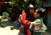 金圣柱与宋小宝回家吃饭,没想到金圣柱的妈妈来了,感动的拥抱!