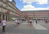 漫步西班牙马德里街头,这个广场景色不错(二)