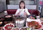 """密子君吃播青岛""""天价""""螃蟹宴,一顿近2000元,到底值不值"""