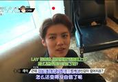 张艺兴采访鹿晗,两个人互夸,张艺兴:我把刘海翻上去没自信
