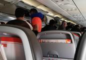 飞过玉龙雪山来到了丽江,飞机降落时太颠簸整个人都快晕了