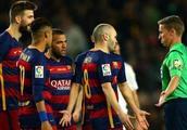 FIFA将出新规,只准队长和裁判交涉,他人不得抱怨