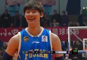 打爆哈达迪!飞吻送球迷!中国男篮新星王哲林36+18集锦!