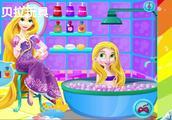 长发公主妈妈帮小长发公主宝贝洗澡