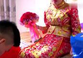 福建厦门乡村婚礼,新娘告诉新郎,他当爹了!笑得嘴都合不拢