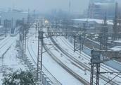 大暴雪后杭州迎来雪国列车G7319次复兴号动车通过艮山门站