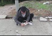 四川方言:农村新骗局,男子路边设局骗钱,美女把骗子整惨了!