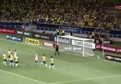 巴西队的奇葩人墙!为了防梅西的任意球,马塞洛竟直接跪人墙后面