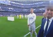 C罗在伯纳乌向全场球迷展示金球奖:皇马5大传奇巨星作陪!