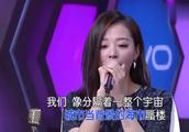 张靓颖唱《我们说好的》,贾乃亮听得入迷,真的很好听