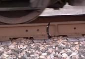 铁轨断了,火车就会脱离轨道吗,解开了我多年的疑问