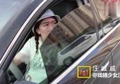 追尾事故谁的责任看女司机如何机智上演肇事逃逸