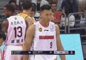 广东男篮21-21广厦男篮,看第一节最后几分钟,双方如何激烈争夺