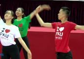 北京大学美女的舞蹈 太柔美了