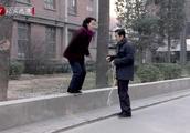 金婚:文丽为了让孩子掉下来,拼命的跳高跳绳,真狠
