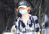 54岁的张曼玉郁郁寡欢 独自搬进了平民区