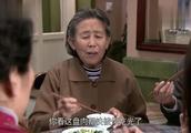 美女在婆家好吃懒做,饭桌上光吃肉不吃菜,连姥姥都看不下去了!