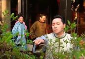 哑巴新娘:丈夫在院里修花 亲家问管家那是谁 不料却说他是园丁
