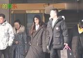 Angelababy清汤挂面造型亮相春晚语言类节目终审