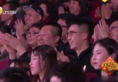 潘长江巩汉林《团圆饭》把儿子媳妇都吃没了,逗得台下观众直乐