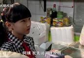 小孩想退香烟,阿姨不愿意,小孩急了喊三块钱能买105斤大白菜