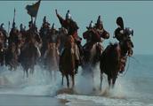 蒙古大汗的部下,看到大海高兴坏了吗,骑着快马在海边驰骋