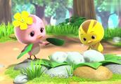 好多奇怪的蛋,萌鸡们都很好奇里面是什么动物,留下观察蛋蛋孵化