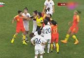 肮脏!韩国女足报复性下黑脚怒踢王霜,引发大规模冲突!