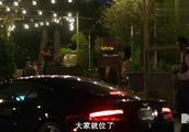 明星综艺:贾斯汀比伯整蛊好友,竟当街撞烂一辆豪车?