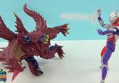 迪迦奥特曼击倒了超魔王兽,黄金奥特曼打倒了贝利亚救乔治