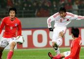 中韩经典战:2010年东亚杯 中国3-0韩国 邓卓翔连过数人