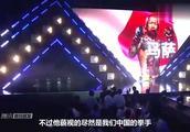 日本拳手嚣张吐舌头挑衅,被中国小伙按在地上打,最后求饶!