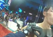 日本拳手来华嘚瑟 上场遭中国小伙暴打KO挺尸铁笼边 观众沸腾