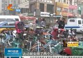 随意堆积,乱停乱放,商圈内共享单车乱象依旧,谁该参与治理?