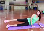 侧卧摆腿上下腿瑜伽组合练习,这种锻炼方式能提高大腿灵活性