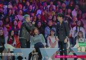 王栎鑫演唱会唱薛之谦的歌,薛之谦很开心,下一秒却变脸了!