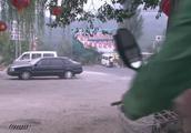 妻子报复丈夫,骑电动车去撞,没成想出了意外自己出了车祸