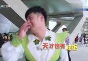 """""""天才""""陈赫也有短板!李晨韩国街头语言不通,机智找裁判合影"""