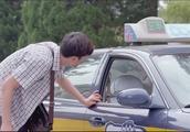 就和别人说两句话,结果司机以为俩人认识,帅哥掏了冤枉的车费啊